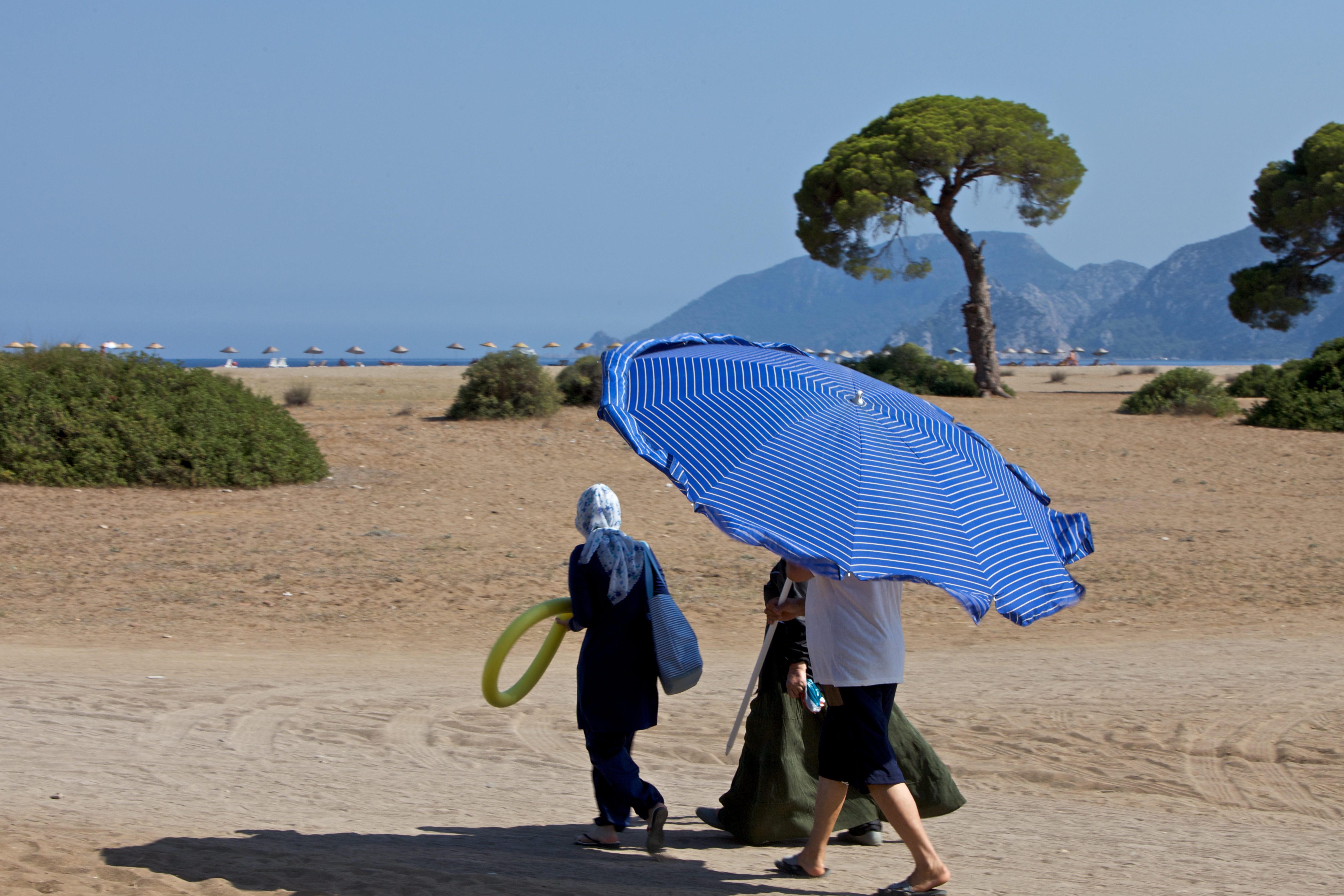 Tourist arriving to the beach