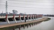 В  Нидерландия  отстъпват    място на  реката