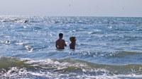 Voda ke koupání ve většině prázdninových destinací EU je čistá