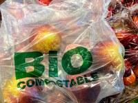 Cik zaļi ir jaunie bioloģiski noārdāmie, kompostējamie un uz bioloģiskiem resursiem balstītie  plastmasas izstrādājumi?