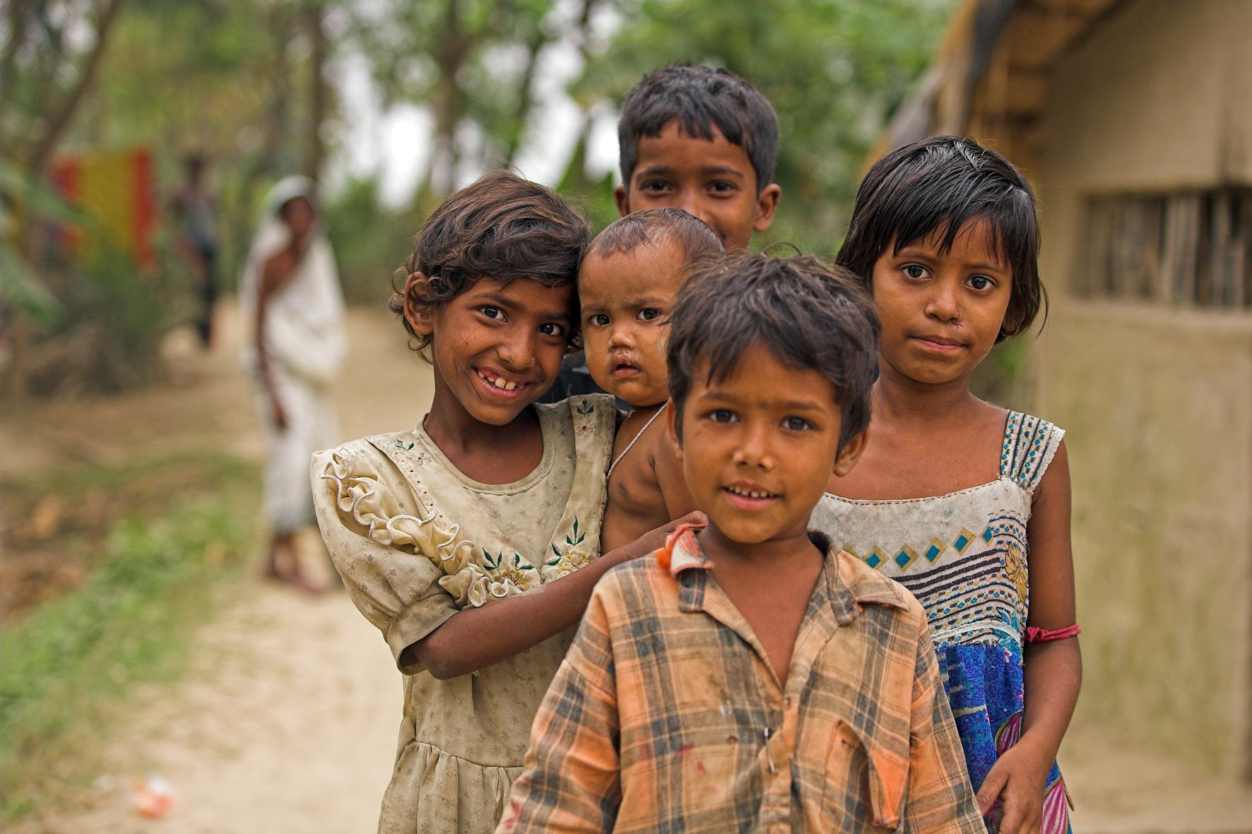 Crianças na ilha Mousini