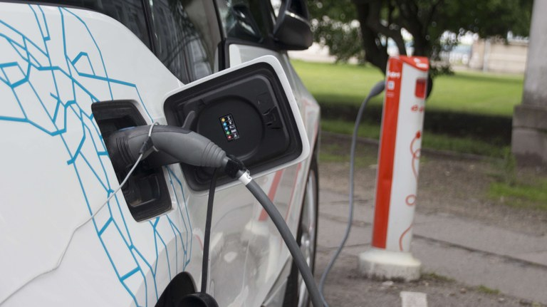 Electric vehicles and the energy sector - impacts on Europe's future emissions
